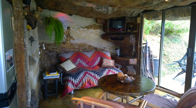 Inkunzi Cave, Zulu Hut, Diddly Squat, eco accommodation, self catering, champagne valley, winterton, drakensberg mountains